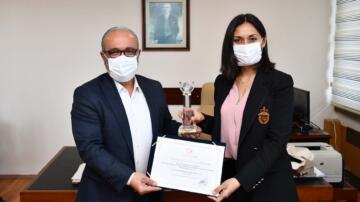 Dr. Öğretim Üyesi Cansu Tor Kadıoğlu'nun Doktora Tezine '' En İyi Bilimsel Çalışma '' Ödülü