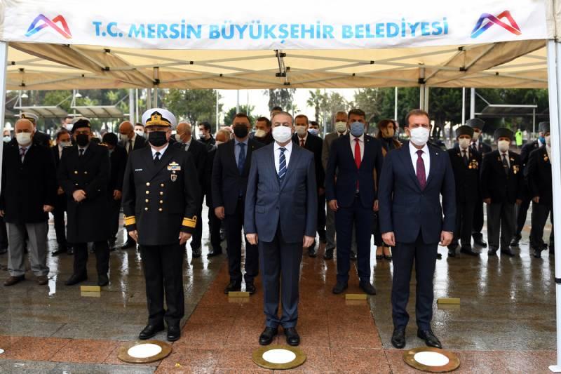 Atatürk'ün Mersin'e Gelişinin 98. Yılında Atatürk Anıtına Çelenk Sunuldu