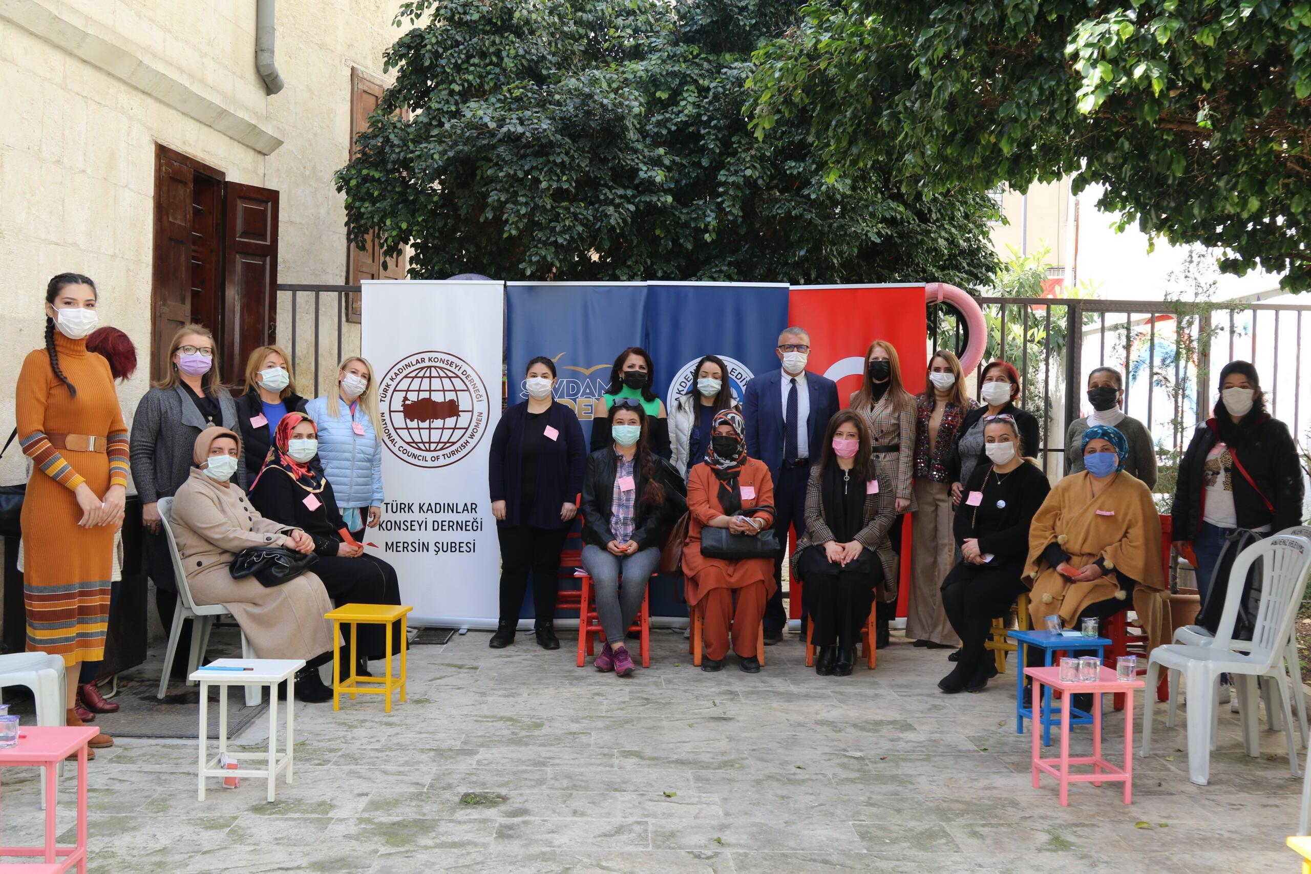 Akdeniz Belediyesi'nin uzmanları ailelere eğitim verdi