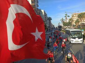 Yenişehir Belediyesi bayram coşkusunu tüm kente yaydı