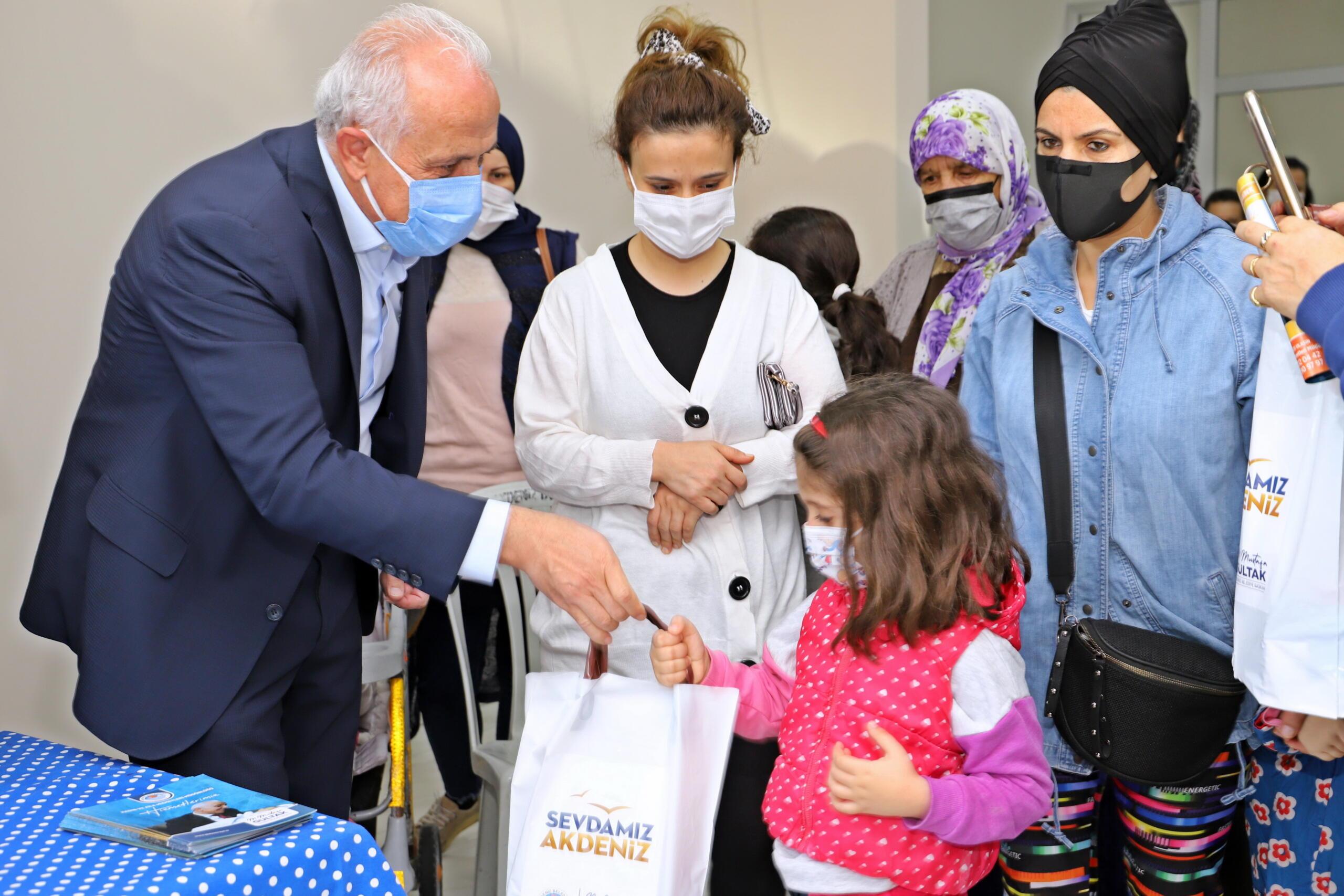Sosyal, psikolojik ve maddi desteklerle binlerce aileye, kadına, yaşlı ve engelli vatandaşa ulaşıldı
