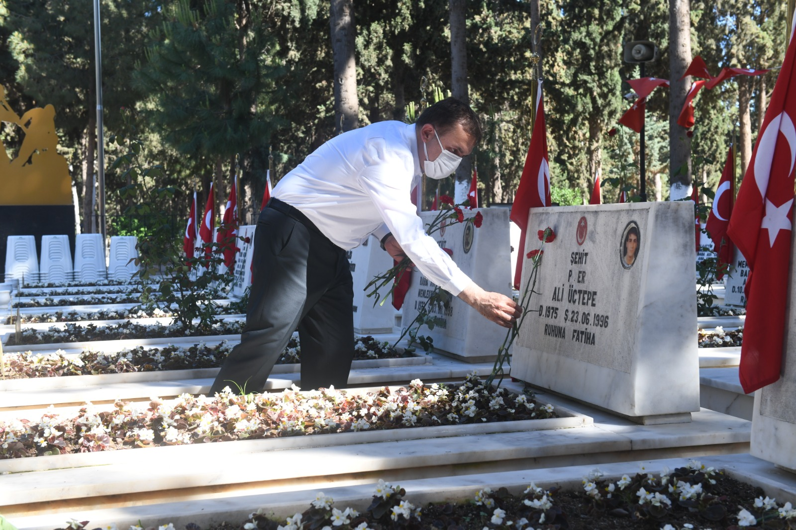 Başkan Özyiğit, şehit ailelerini ziyaret etti