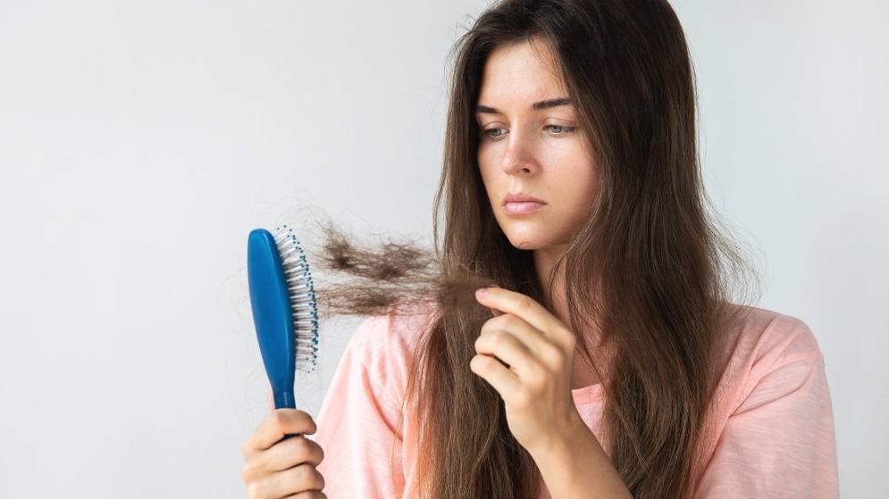 Saçların yapısı ve 40 yaşından sonra kadınlarda saç dökülmesi problemi