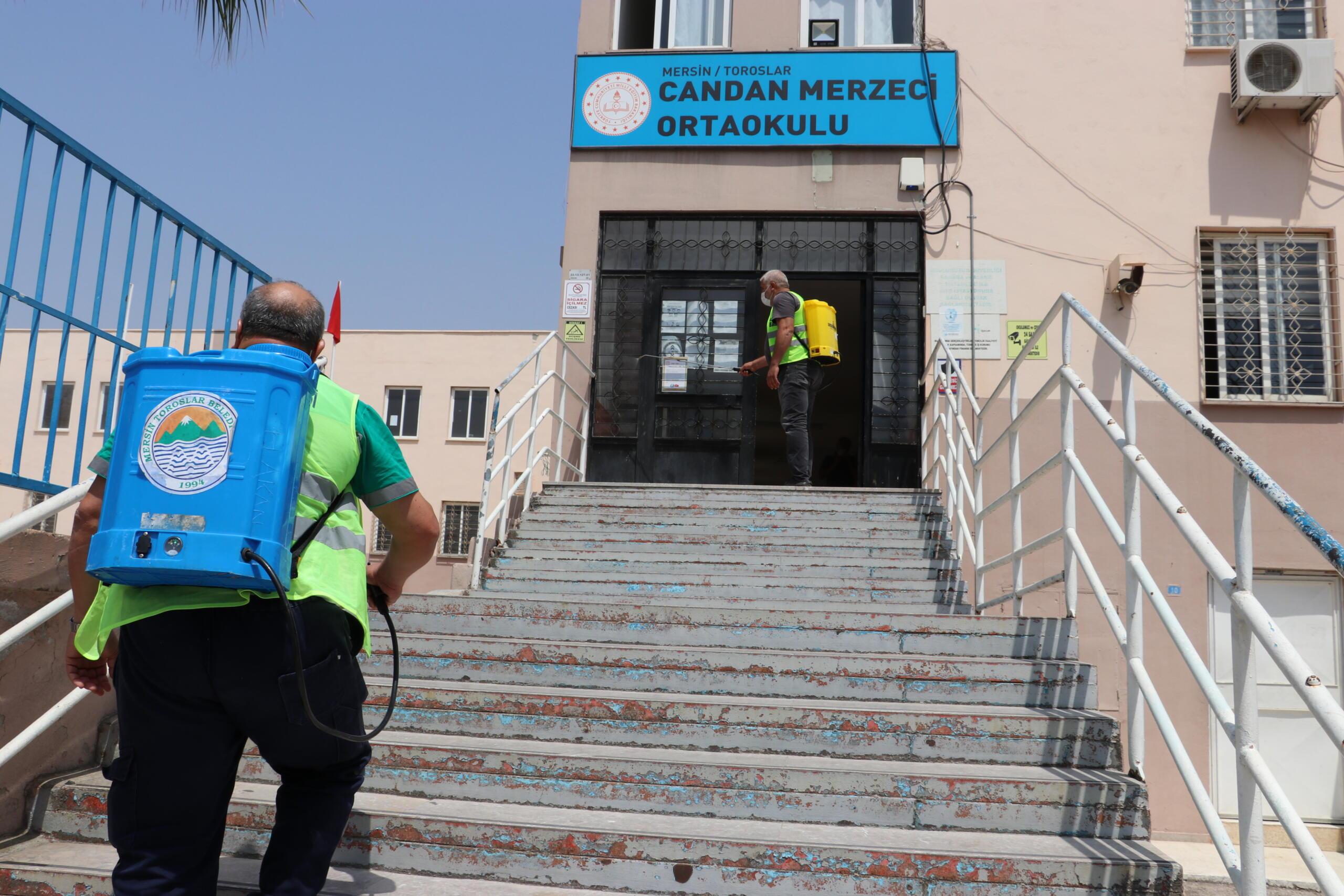 TOROSLAR'DA OKULLAR LGS ÖNCESİ DEZENFEKTE EDİLDİ