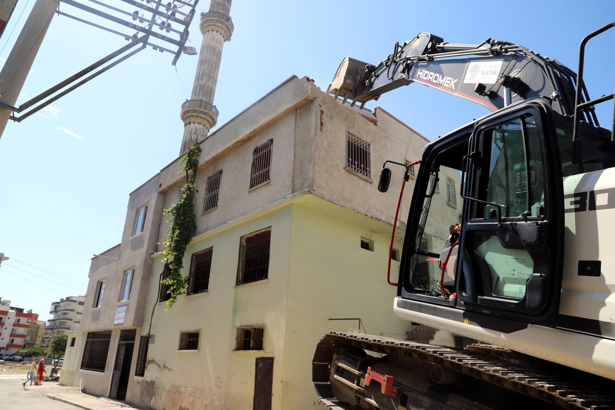 Gündoğdu ve Üç Ocak mahallelerinde terk edilmiş yapıların yıkımı gerçekleşti