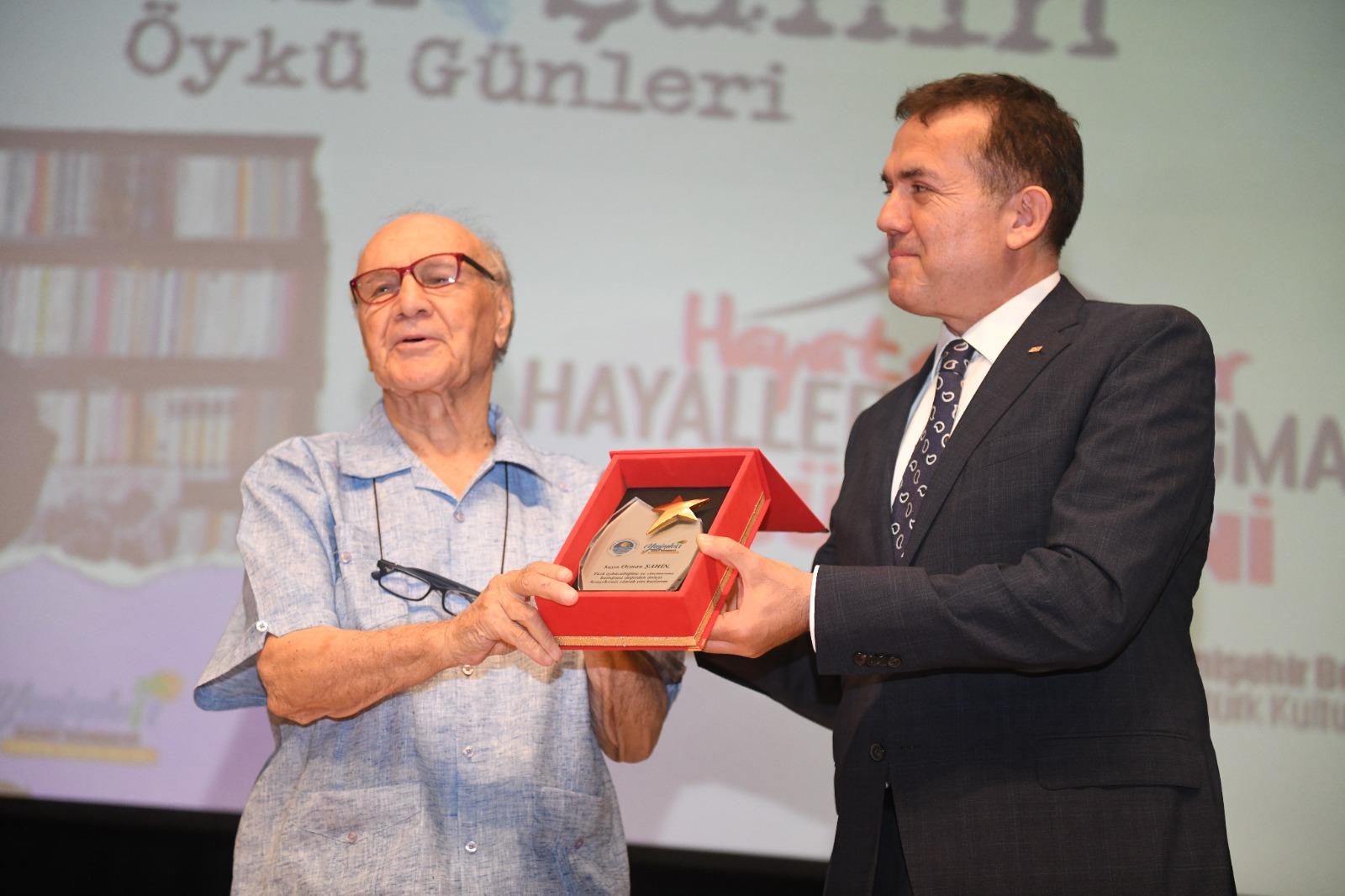 Yenişehir Belediyesi usta yazarı, genç yazarlarla buluşturdu